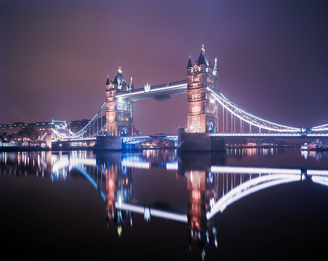 Famous Place「Tower Bridge in London illuminated at night」:スマホ壁紙(6)