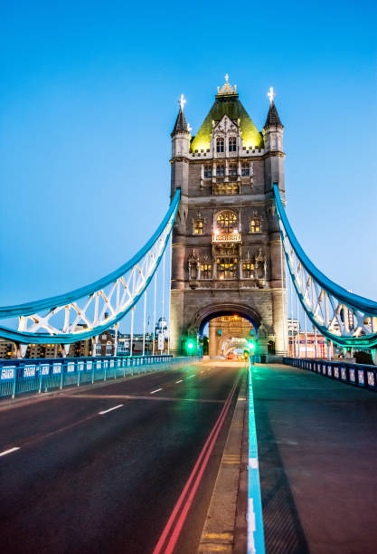 tower bridge london londres at dusk england  inside bottom no people empty:スマホ壁紙(壁紙.com)