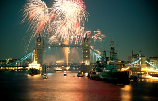 London Bridge - England「Tower Bridge, HMS Belfast, River Thames fireworks」:スマホ壁紙(13)