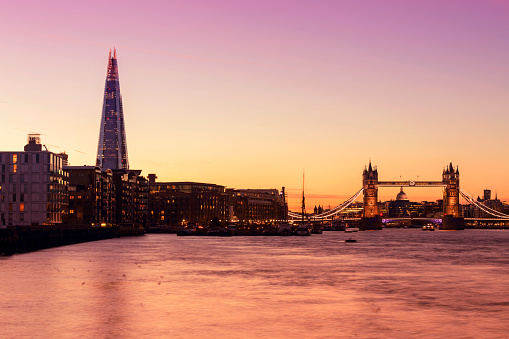 Color Gradient「Tower Bridge and The Shard in London at twilight」:スマホ壁紙(15)