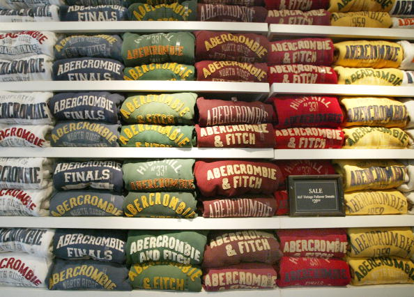 Shirt「Abercrombie & Fitch Accused Of Discrimination」:写真・画像(12)[壁紙.com]