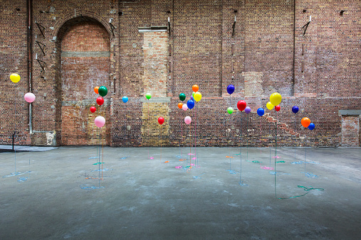Brick Wall「Colourful balloons in empty warehouse」:スマホ壁紙(2)