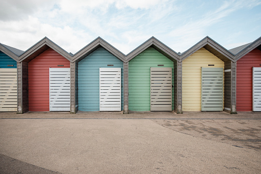 Changing Cubicle「Colourful Beach Huts」:スマホ壁紙(5)