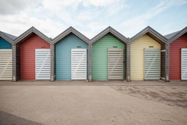 Colourful Beach Huts:スマホ壁紙(壁紙.com)