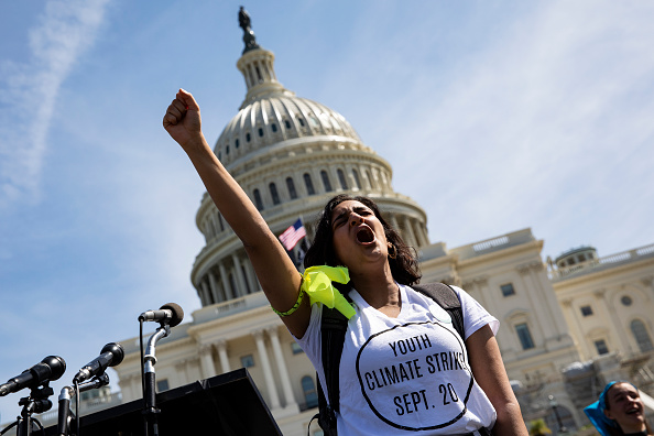 Global「Thousands Of Americans Across The Country Participate In Global Climate Strike」:写真・画像(2)[壁紙.com]