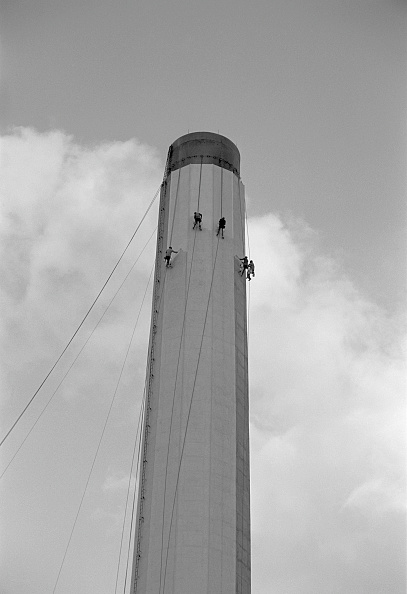 Painting - Activity「Workers Painting An Industrial Chimney」:写真・画像(15)[壁紙.com]