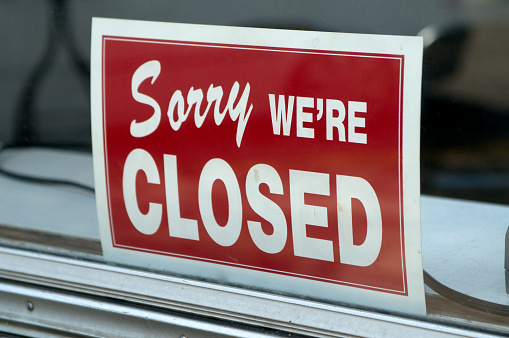 Going Out Of Business「Red sign in window stating Sorry we're closed」:スマホ壁紙(17)