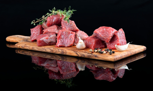 Thyme「Red meat on wooden board, against black background」:スマホ壁紙(9)