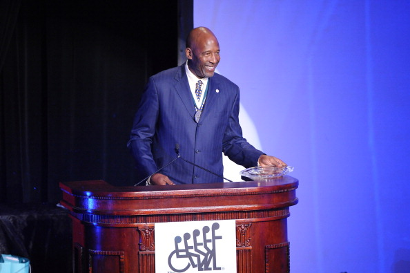 James Worthy「28th Annual Great Sports Legends Dinner To Benefit The Buoniconti Fund To Cure Paralysis - Dinner」:写真・画像(13)[壁紙.com]