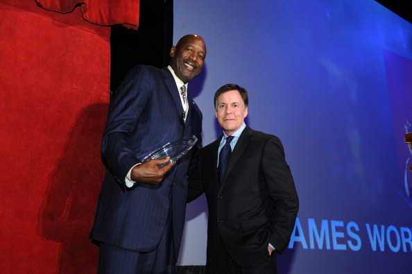 James Worthy「28th Annual Great Sports Legends Dinner To Benefit The Buoniconti Fund To Cure Paralysis - Dinner」:写真・画像(3)[壁紙.com]