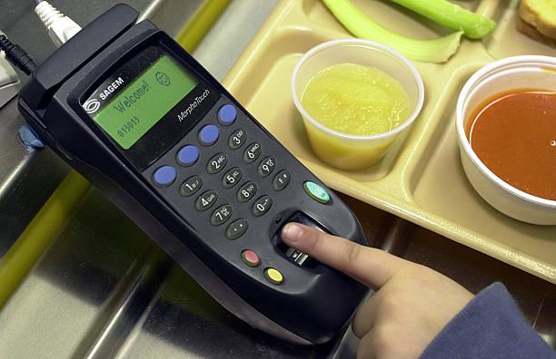 Students Using Fingerprints to Buy Lunch:ニュース(壁紙.com)