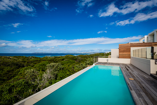 Infinity Pool「Large luxury villa pool and deck on a cliff with ocean view」:スマホ壁紙(9)