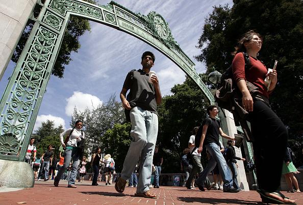 University of California「U.S. Campus Security Scrutinized In Wake Of Virginia Tech Tragedy」:写真・画像(5)[壁紙.com]