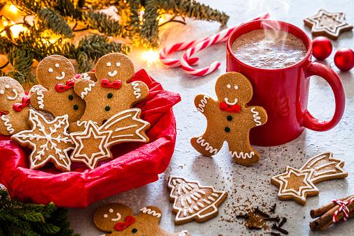 Gingerbread Cookie「Homemade hot chocolate mug and Christmas cookies on Christmas table」:スマホ壁紙(19)