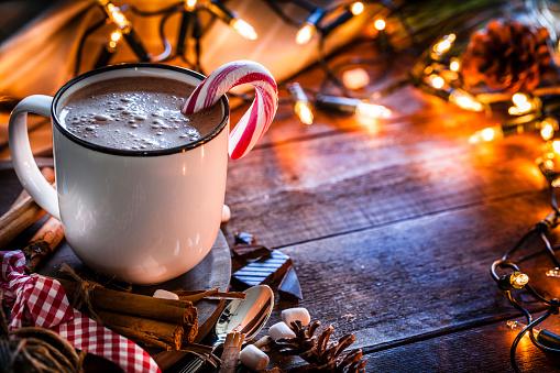 Christmas Lights「Homemade hot chocolate mug shot on rustic wooden Christmas table」:スマホ壁紙(6)