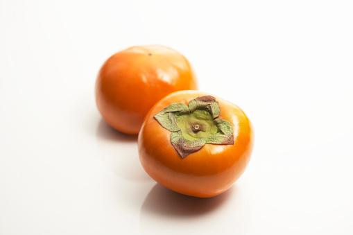 柿「Two persimmons」:スマホ壁紙(10)
