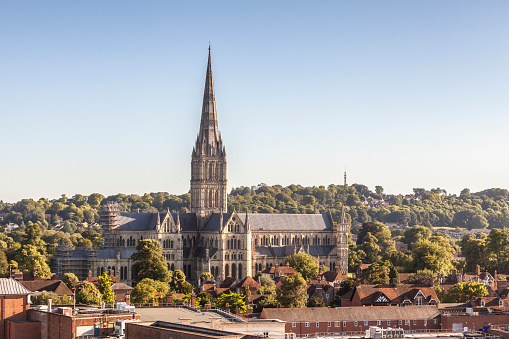 Gothic Style「Salisbury cathedral over the city rooftops.」:スマホ壁紙(6)