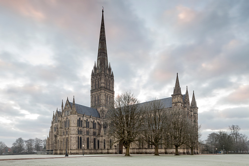 Circa 13th Century「Salisbury cathedral in Salisbury, Wiltshire」:スマホ壁紙(8)