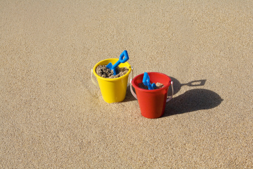 Bucket「Two sets of brightly colored shovel and pails on a sandy beach.」:スマホ壁紙(15)