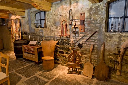 Antique「Old collectibles in Hotel Ullensvang, Lofthus, Norway」:スマホ壁紙(11)