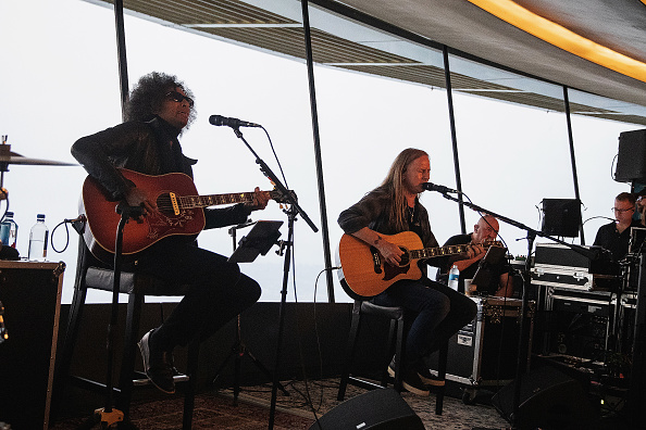 Lithium「Alice In Chains Performs For SiriusXM's Lithium Channel At The Space Needle In Seattle」:写真・画像(5)[壁紙.com]