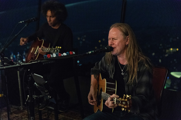 Lithium「Alice In Chains Performs For SiriusXM's Lithium Channel At The Space Needle In Seattle」:写真・画像(8)[壁紙.com]
