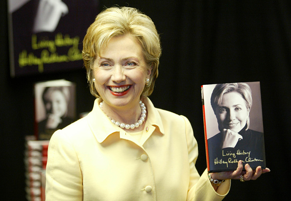 Event「Hillary Clinton Holds Book Signing In New York」:写真・画像(12)[壁紙.com]
