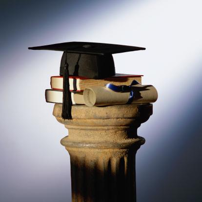 Graduation「Graduation cap, books and diploma on top of pedestal」:スマホ壁紙(5)