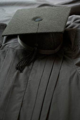Graduation Gown「Graduation cap and gown」:スマホ壁紙(16)