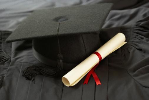 Graduation「Graduation cap and diploma」:スマホ壁紙(9)