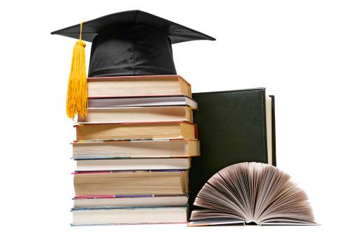 Graduation「Graduation cap on books」:スマホ壁紙(13)