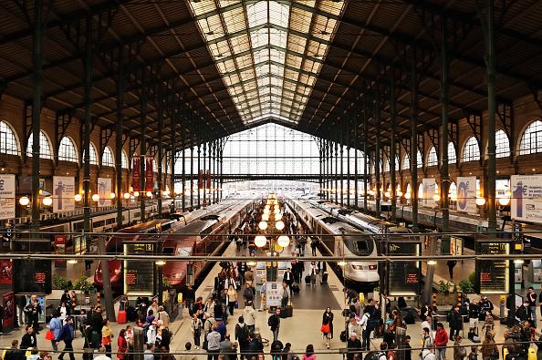 Large Group Of People「Paris, Gare du Nord」:写真・画像(16)[壁紙.com]
