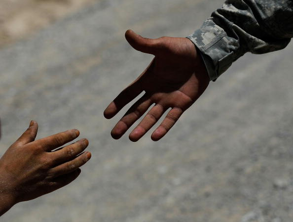 Hand「U.S. Army Cavalry Unit Patrols In Kandahar Province」:写真・画像(15)[壁紙.com]