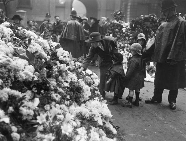 Cenotaph「Flowers At Cenotaph」:写真・画像(7)[壁紙.com]