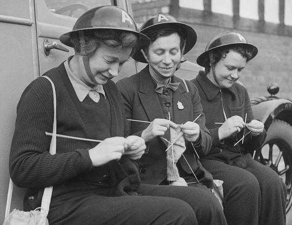 Knitting「War-Time Knitters」:写真・画像(9)[壁紙.com]