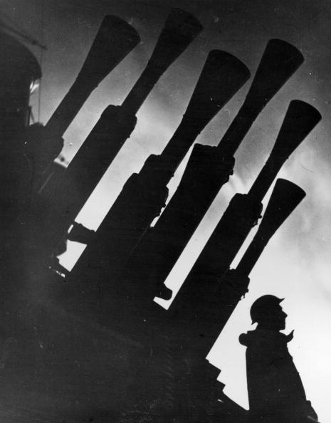 警戒「Battleship Guns」:写真・画像(16)[壁紙.com]