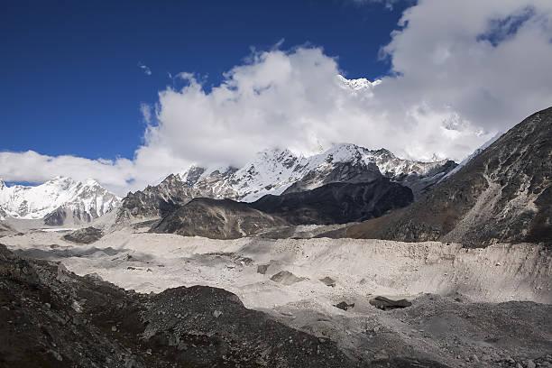 The Khumbu Glacier, Nepal:スマホ壁紙(壁紙.com)
