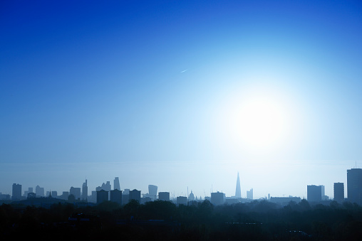 青「UK, London, skyline in backlight」:スマホ壁紙(6)