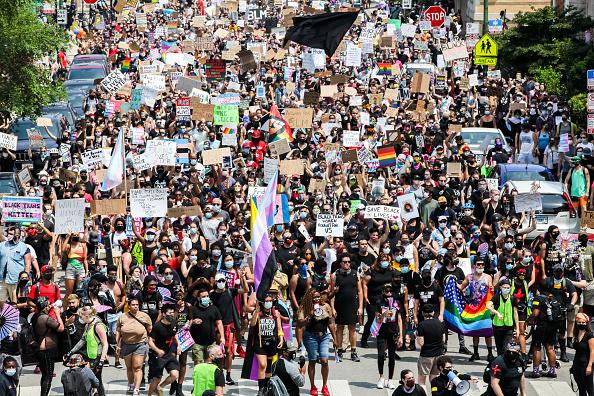 Abundance「Chicago Hosts Black Lives Matter Pride Protests」:写真・画像(7)[壁紙.com]
