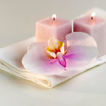 Health Spa「Lighted candles with a colorful orchid」:スマホ壁紙(8)