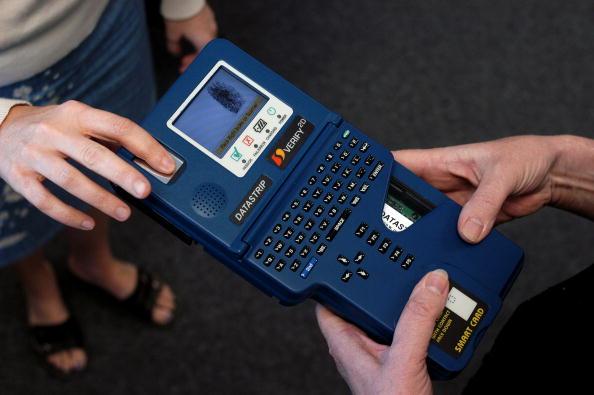 Identity「Datastrip Develops Portable Device to Read Identification Cards」:写真・画像(12)[壁紙.com]