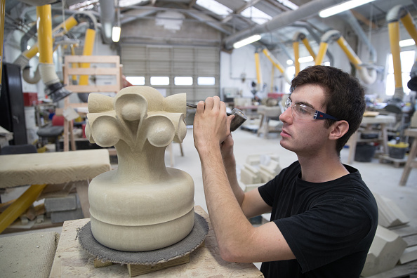 Trainee「Salisbury Cathedral Stonemason Applies Finishing Touches To A New Finial」:写真・画像(7)[壁紙.com]