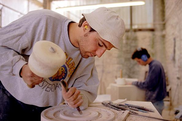 Tradition「Stonemason making decorative stone block.」:写真・画像(3)[壁紙.com]