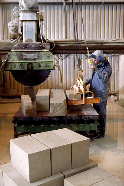 2002「Stonemason cutting stones」:写真・画像(7)[壁紙.com]
