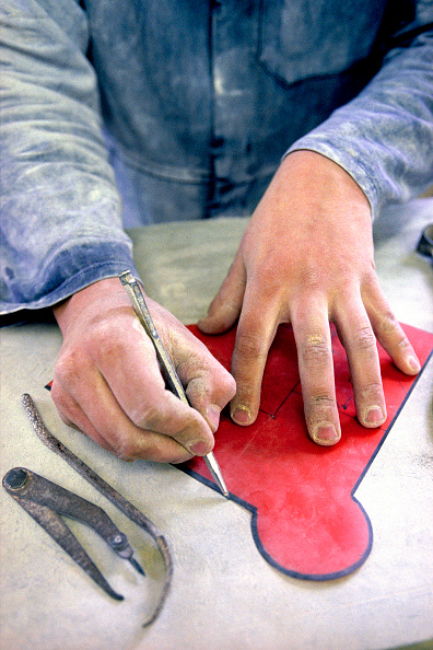 Template「Stonemason marking out stone using template.」:写真・画像(5)[壁紙.com]