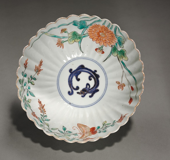 Chrysanthemum「Fluted Bowl With Dragon」:写真・画像(10)[壁紙.com]