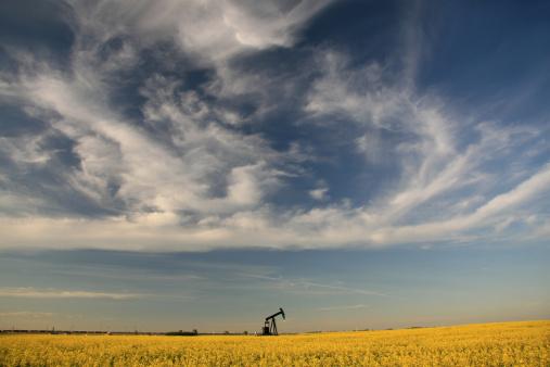 雲「Pumpjack の平原」:スマホ壁紙(11)