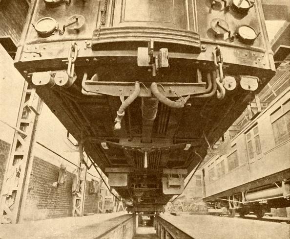 Electric Train「Under The Underground: Beneath A District Railway Electric Car」:写真・画像(9)[壁紙.com]