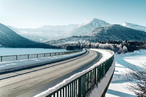 European Alps「sunny winter bridge」:スマホ壁紙(13)