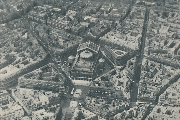Full Frame「Central Architectural Feature Of Paris Enhanced By Foresight In Street Design」:写真・画像(9)[壁紙.com]